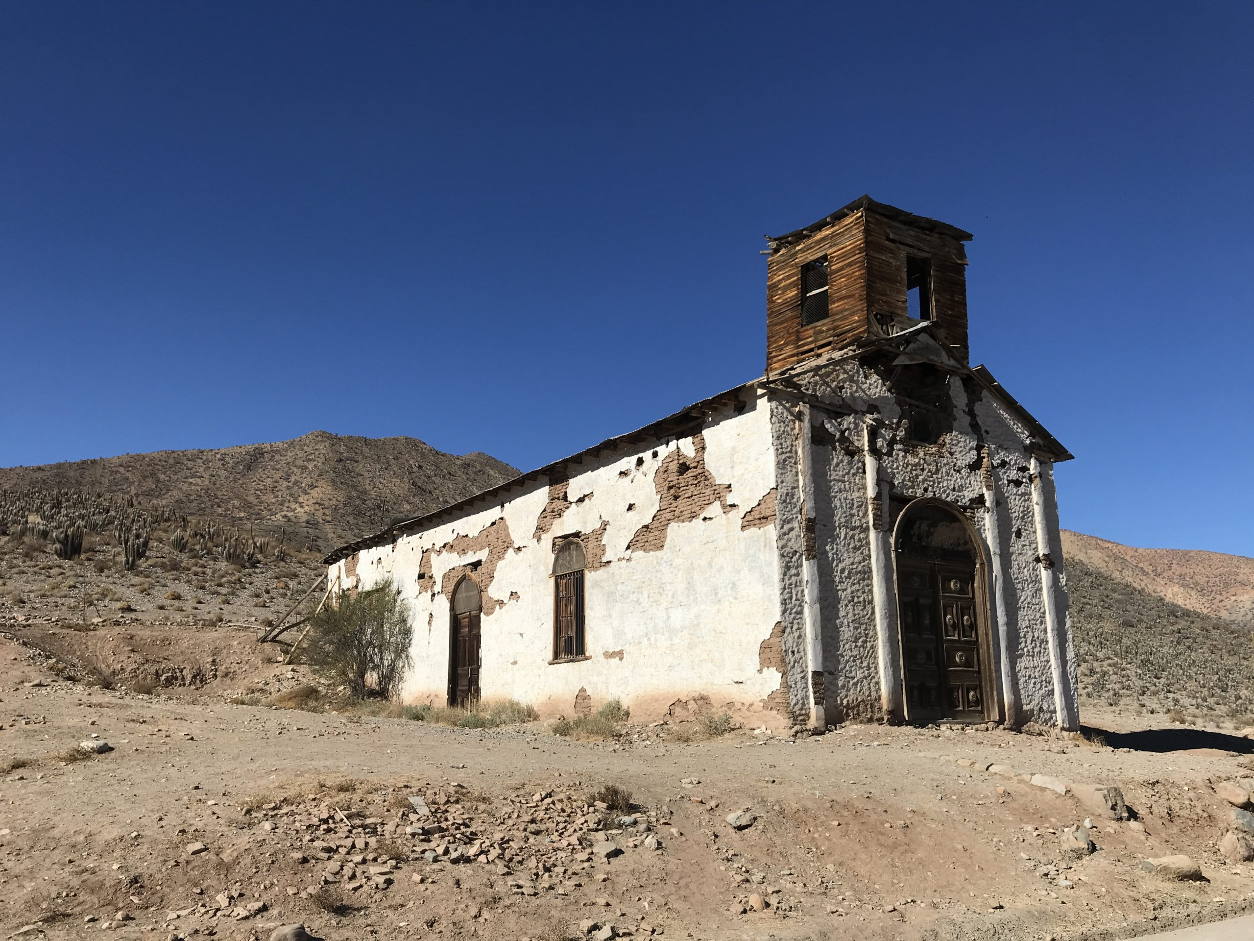 廃墟となった教会 - チリ旅行中に撮影 (ウルタド渓谷)
