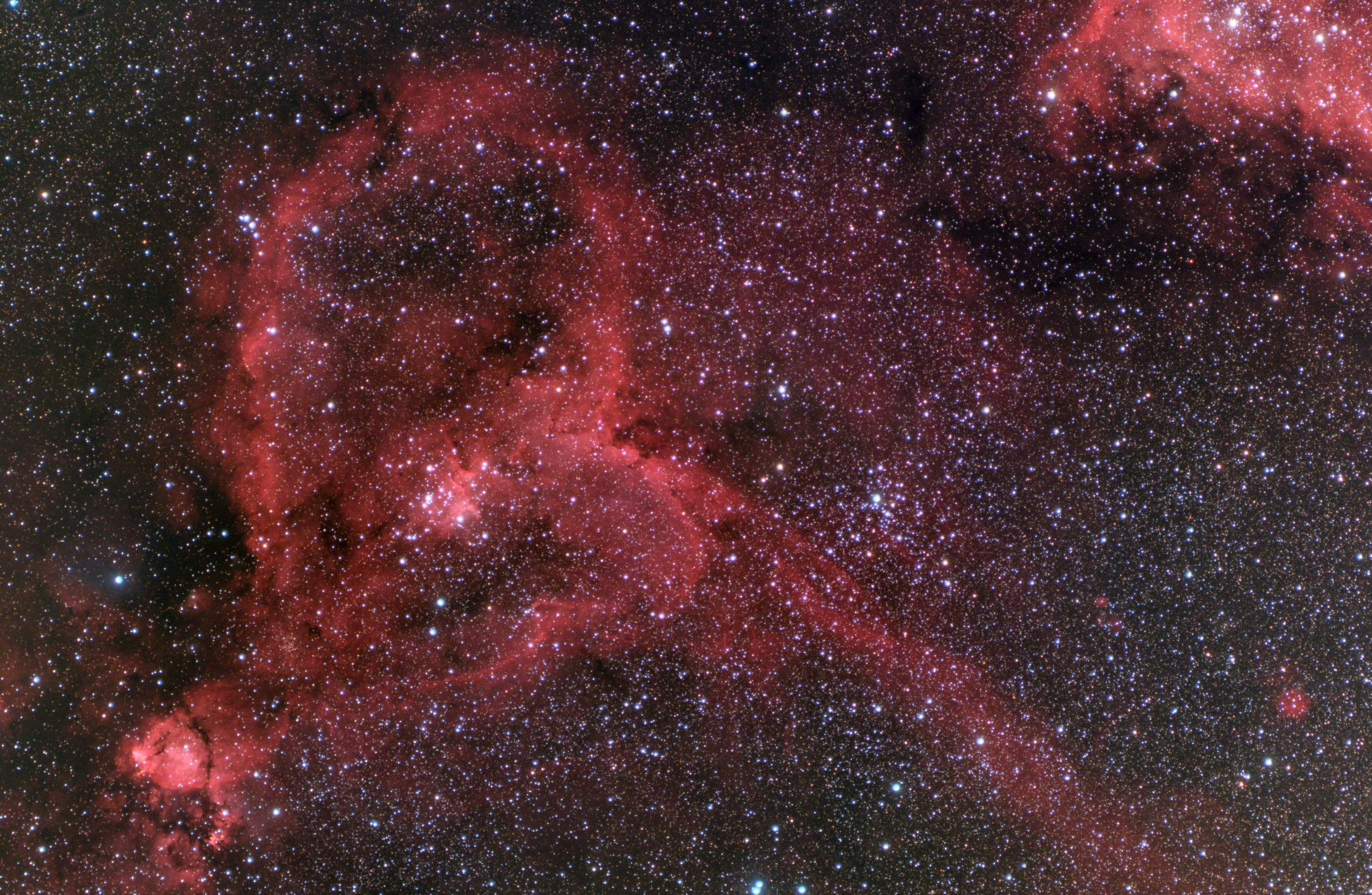 モノクロLRGBによるハート星雲